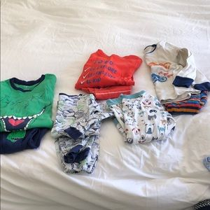 Bundle of 5 pairs of boys pjs size 4T.